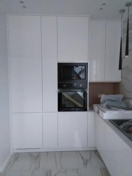 zabudowa kuchni bialy polysk